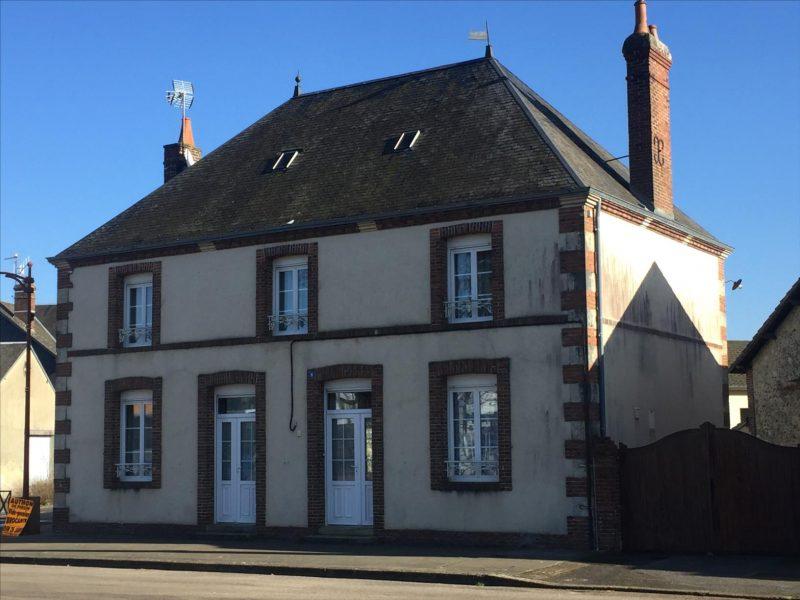 Maison de village Perche F 1185